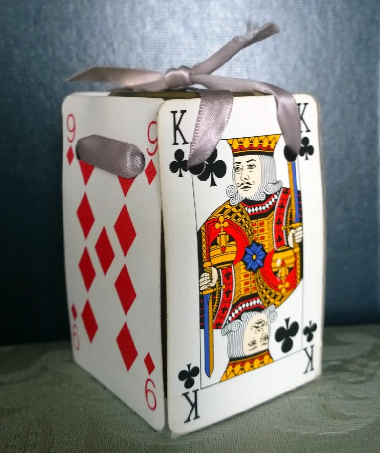 'Playing card' packaging